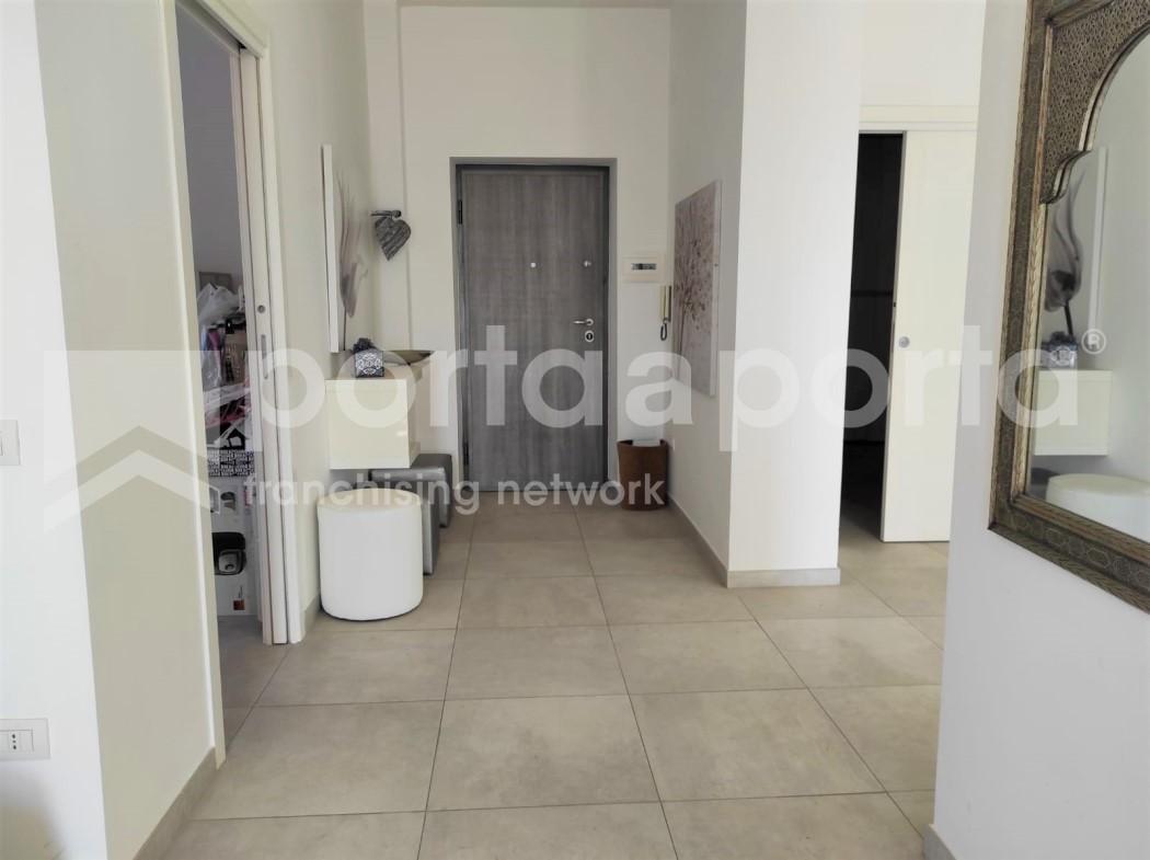 appartamento 3 vani con terrazzo e p. auto-13