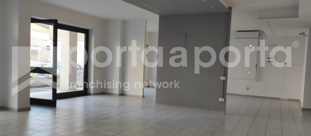 locale commerciale 120 mq con deposito e ufficio-2