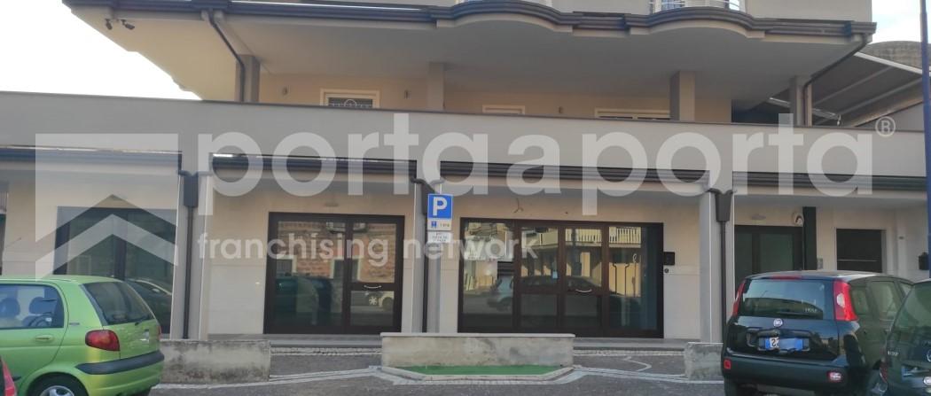 locale commerciale 120 mq con deposito e ufficio-1