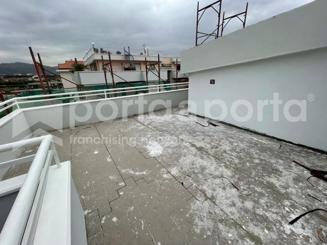 mansarda con terrazzo e box auto-13