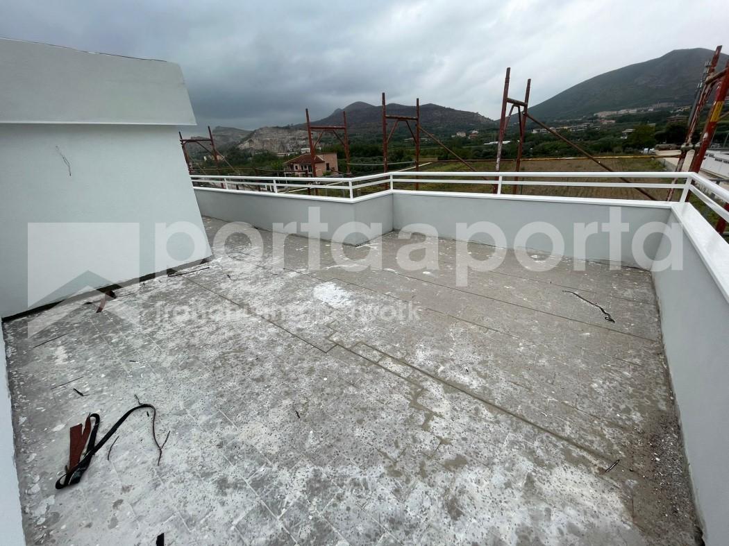 mansarda con terrazzo e box auto-14
