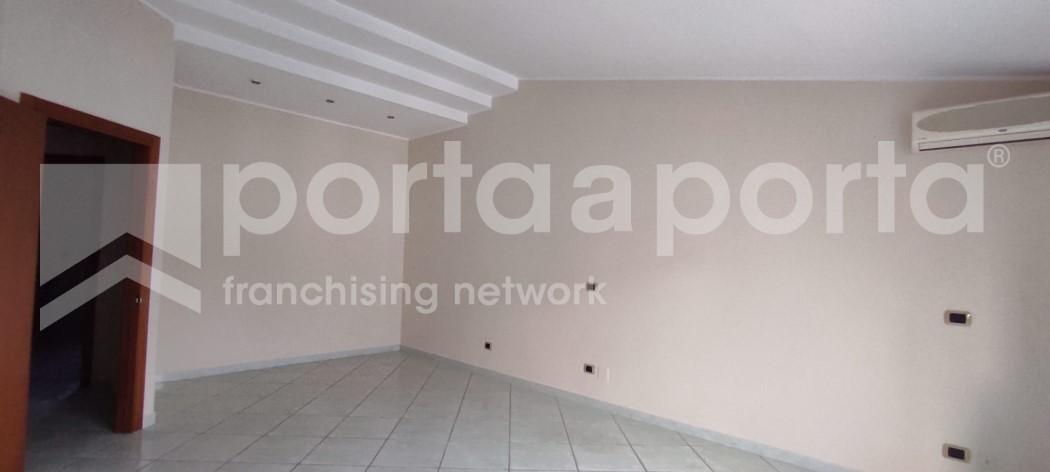 attico semi arredato 4 vani con box auto e terrazzo-12