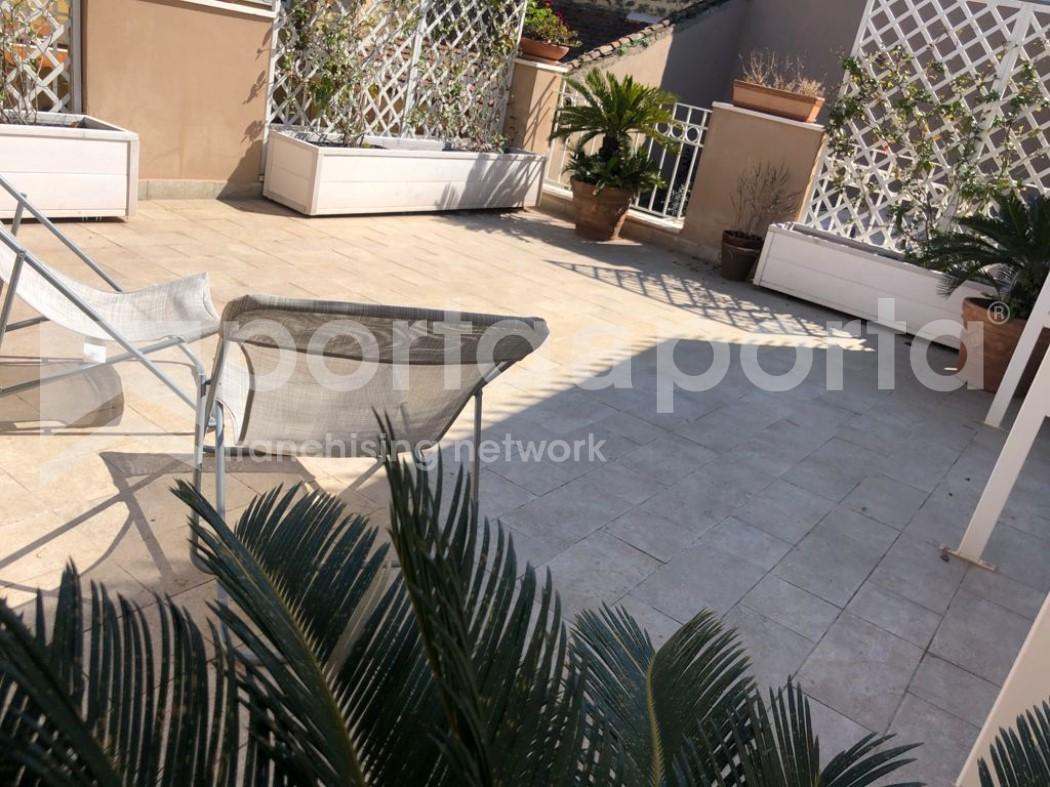 palazzetto indipendente con ampio spazio esterno-6