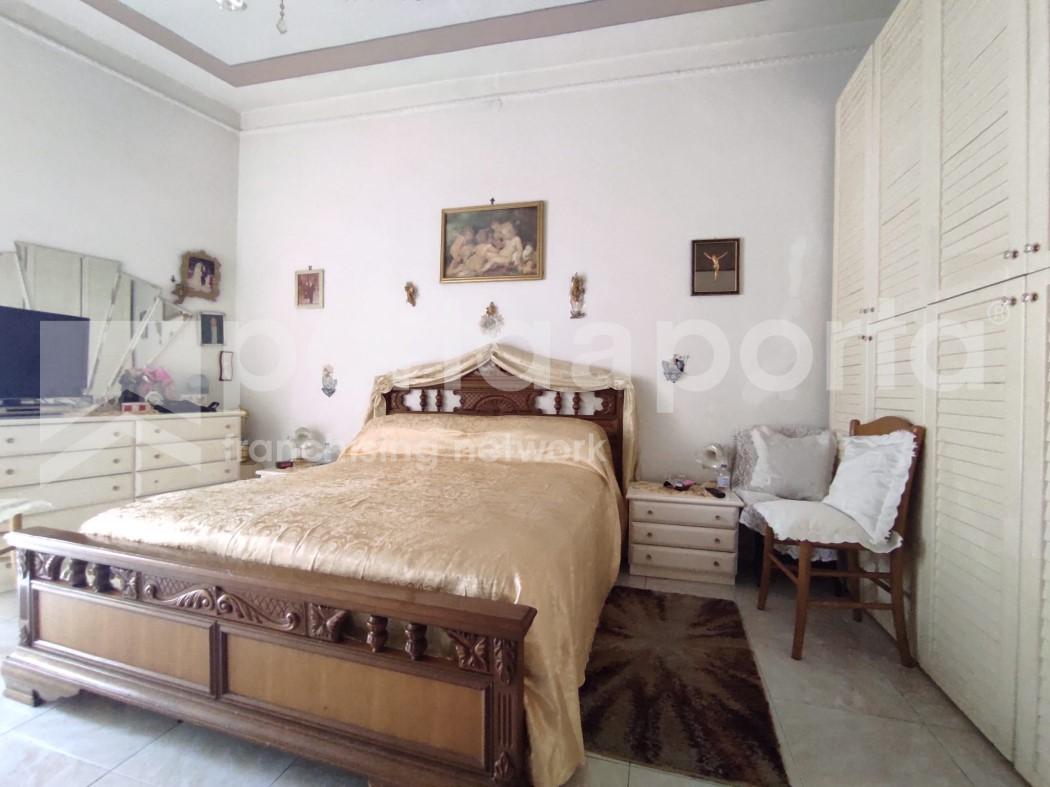 appartamento su due livelli con terrazzi e giardino-5