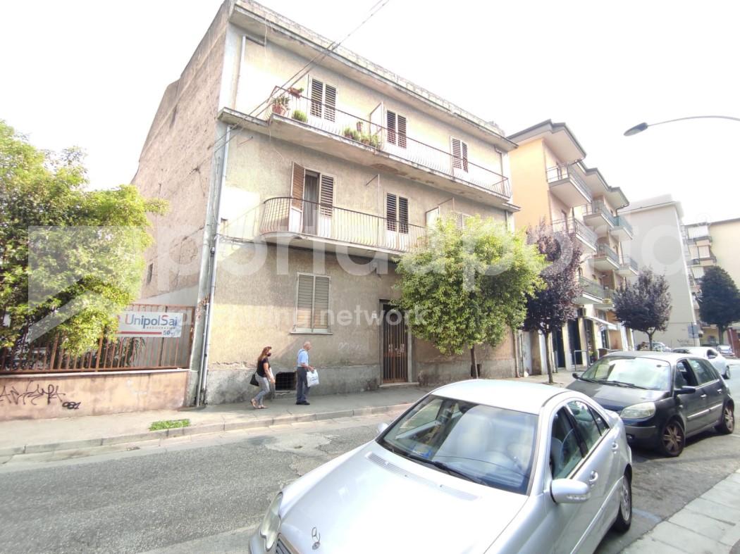 appartamento su due livelli con terrazzi e giardino-1