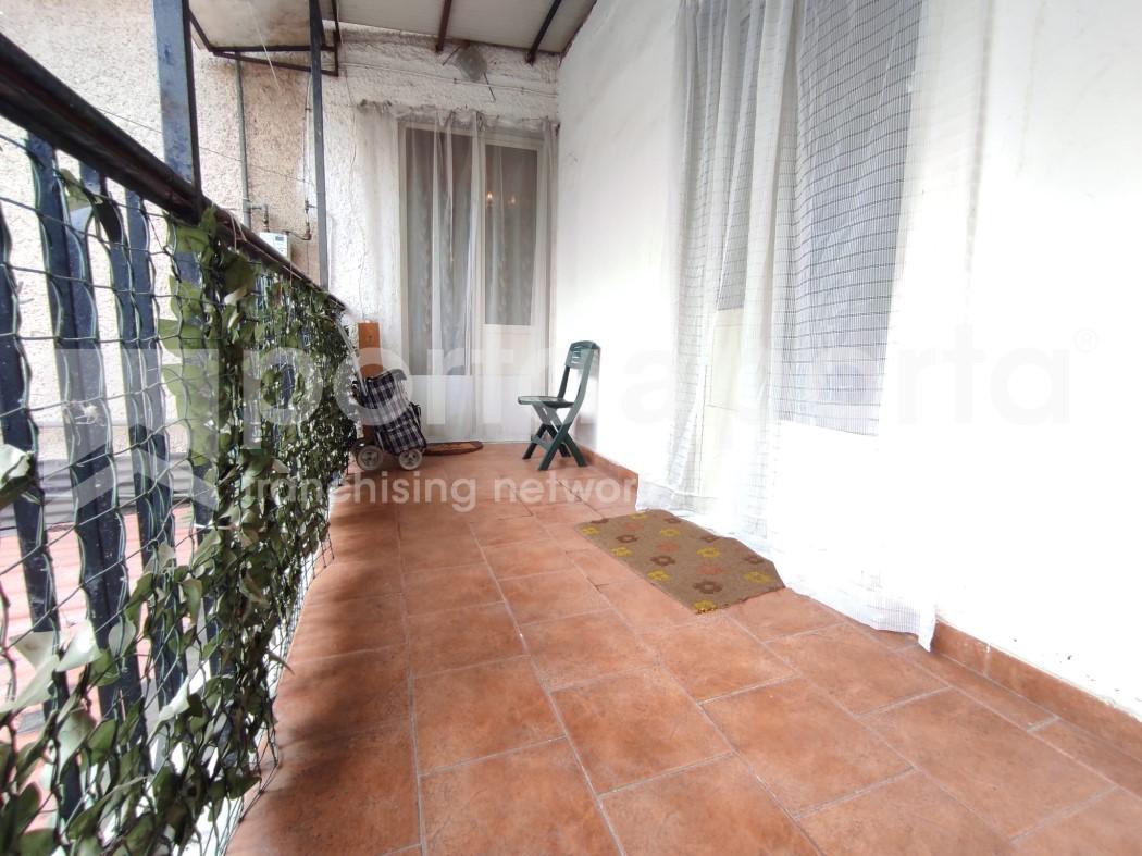 appartamento su due livelli con terrazzi e giardino-8