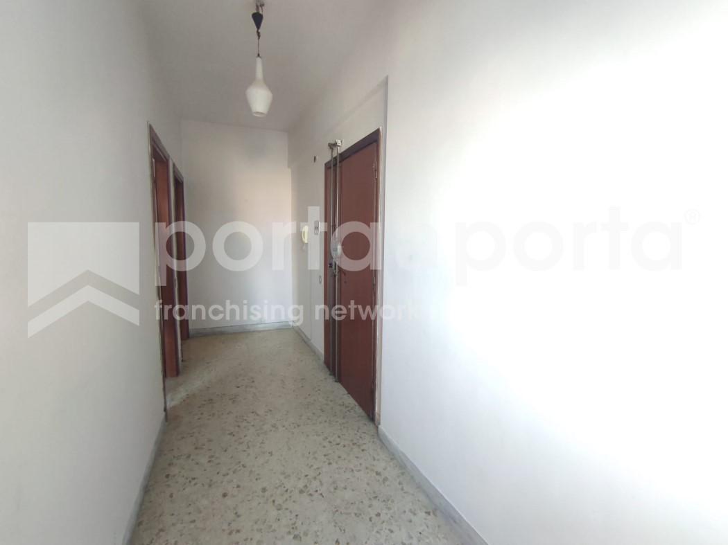 appartamento 3 vani a due passi dal centro-2